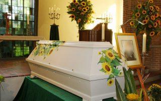 Trauerfeier - Sonnenblumensarg - Malen zum Abschied © Foto und Design: Katharina Hansen-Gluschitz