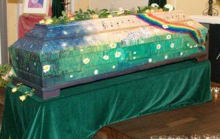 Trauerfeier - Regenbogensarg - Malen zum Abschied © Foto: Katharina Hansen-Gluschitz