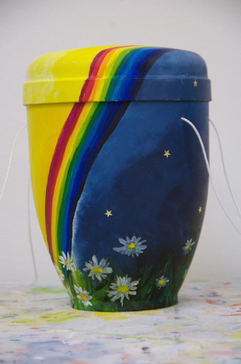 Urne - Regenbogen - Malen zum Abschied © Foto: Katharina Hansen-Gluschitz