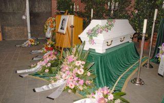 Orchideensarg - Trauerfeier - Malen zum Abschied © Foto: Katharina Hansen-Gluschitz