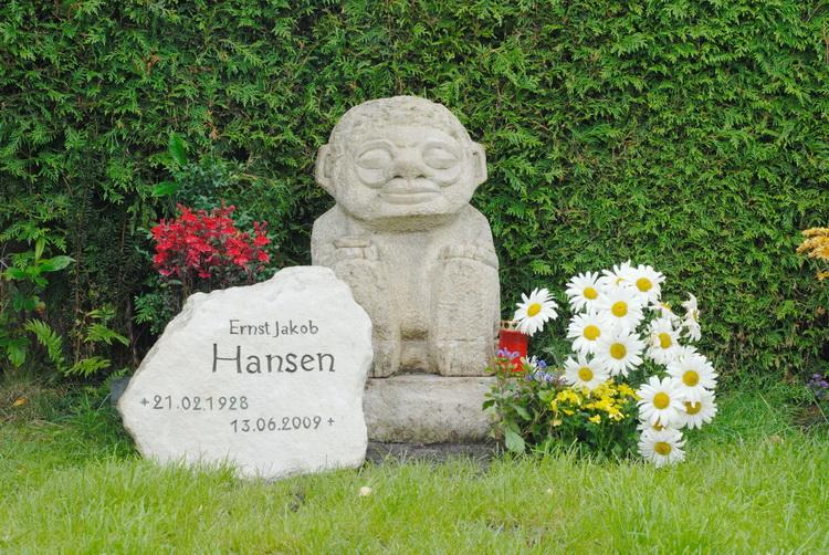 Grabstein Ernst Jakob Hansen - Skulptur, Grabstein + Foto: © Katharina Hansen-Gluschitz